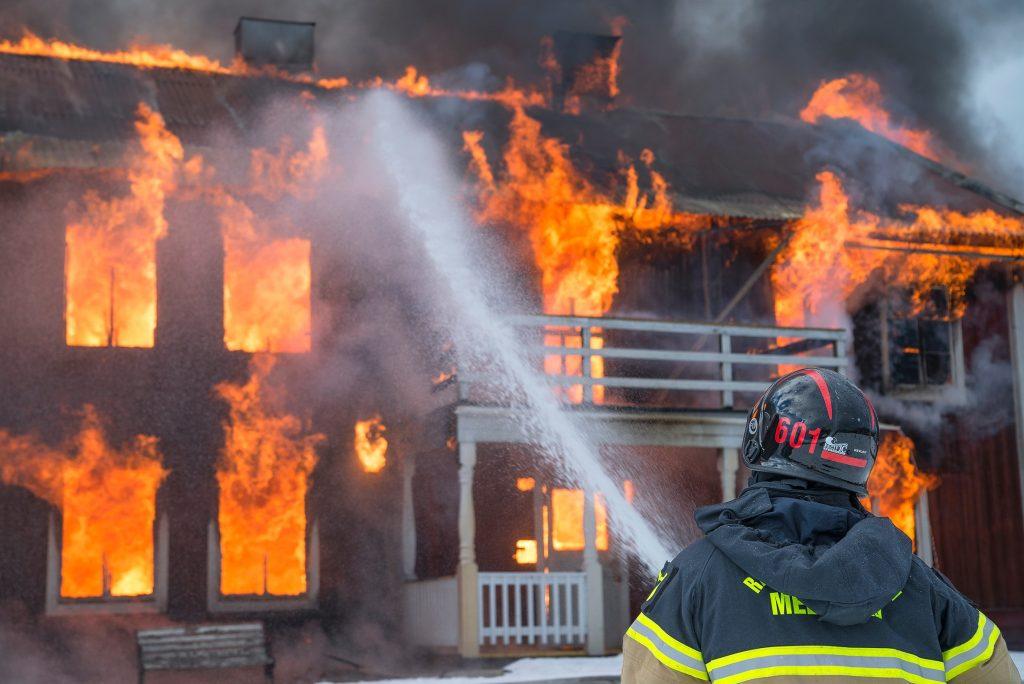 Extinction d'un incendie domestique